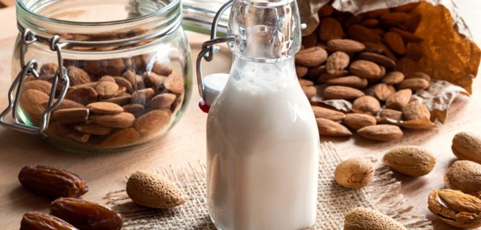 Date-Sweetened Almond Milk: Easy, Healthy and Pure
