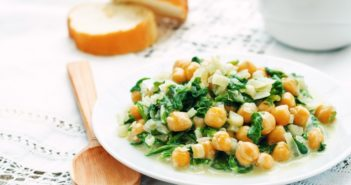 Garlicky Greek Chickpeas & Spinach Recipe - vegan, gluten-free and allergy-friendly!