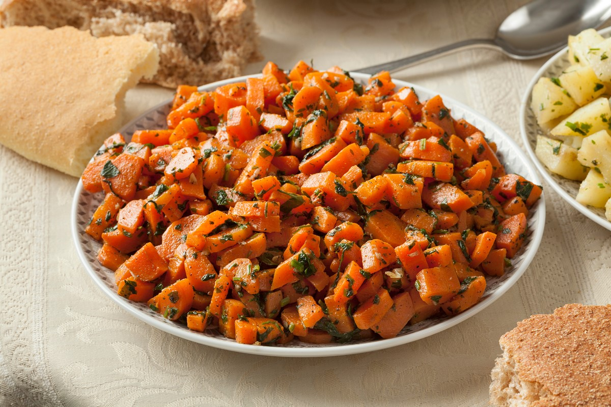 Moroccan Carrot Salad Recipe - An easy, versatile, plant-based, paleo-friendly side