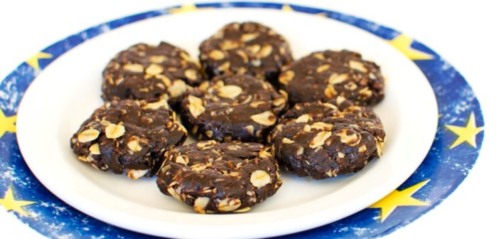 Fudgy No Bake Chocolate Oatmeal Cookies that are Refined Sugar Free