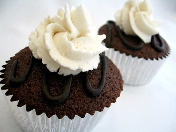 Vegan Root Beer Float Cupcakes Recipe (dairy-free, egg-free, nut-free and delicious!)