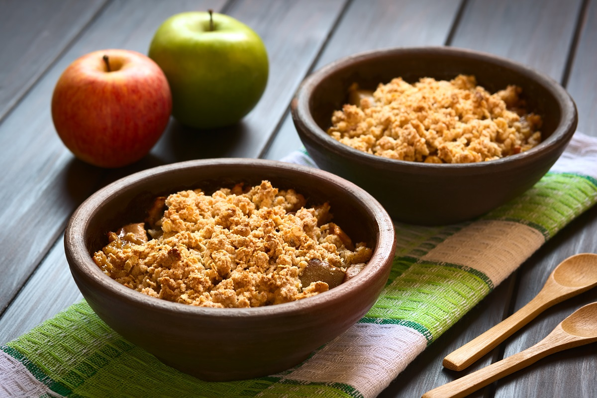 Vegan Maple 'n Spice Apple Crisp Recipe with a Crumbly Topping (Gluten-free Option)