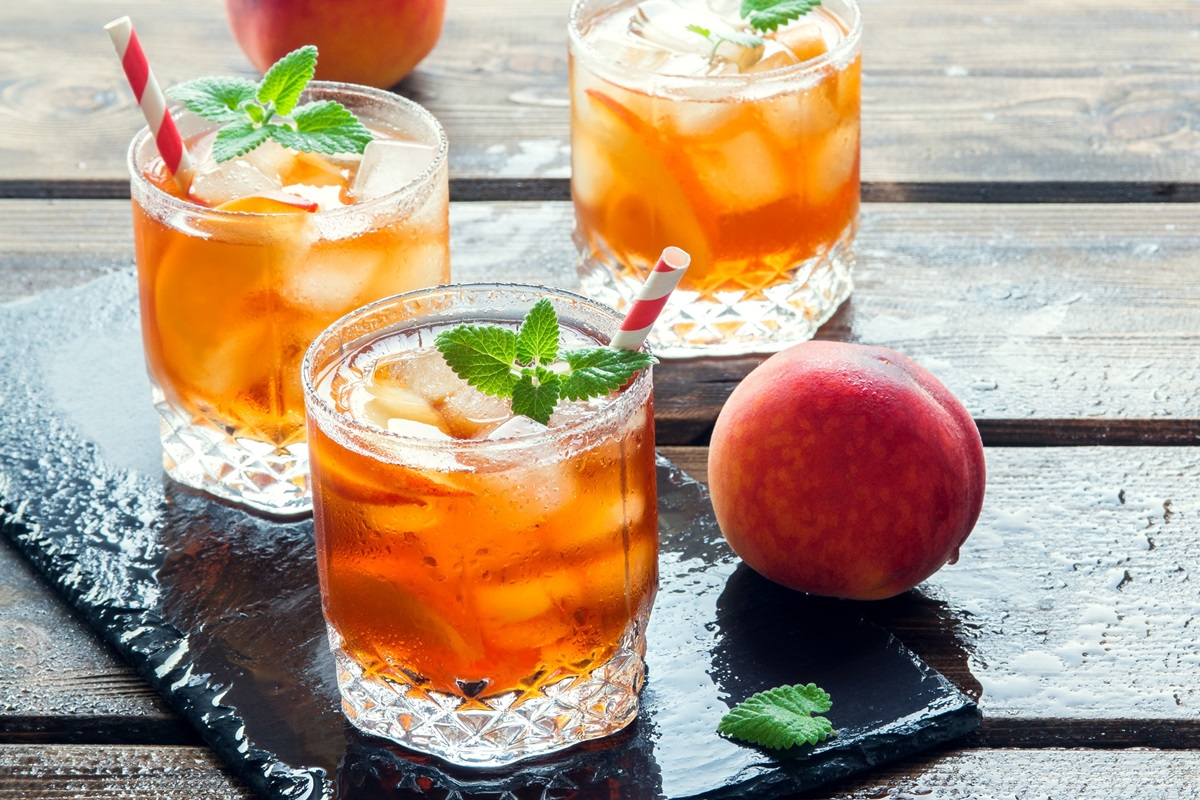 Basic Iced Tea Recipe with 8 Refreshing Flavor Options