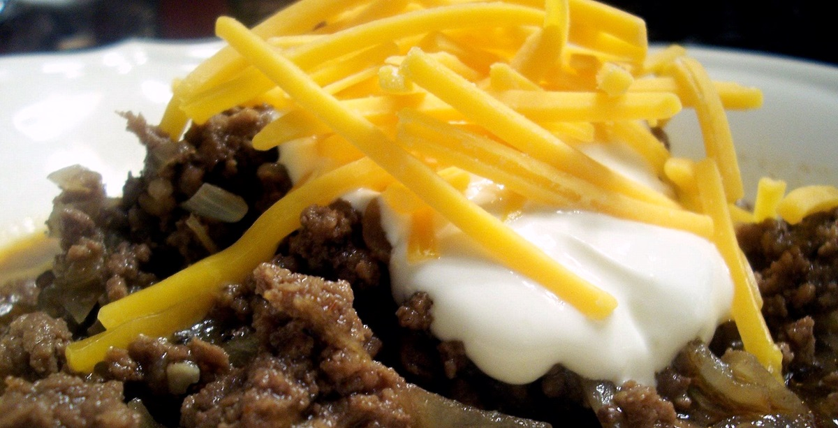 Manly Manny's Chili Recipe is an Allergy-Friendly Family Favorite from Rachael Ray. Dairy-free, gluten-free, nut-free, optionally soy-free.