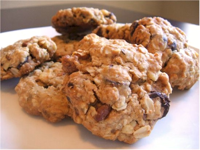The Ultimate Vegan Chocolate Chip Oatmeal Cookies Recipe (with raisin and walnut options)