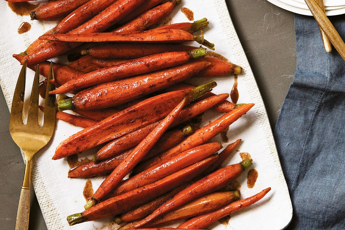 Maple-Glazed Carrots Recipe with Warm Spices (Easy & Dairy-Free!)