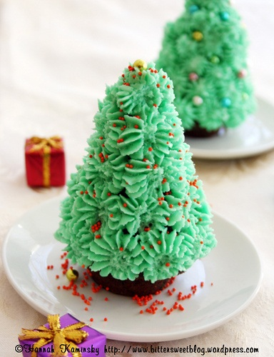Christmas Tree Cupcakes - Vegan