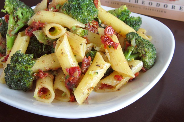 Vegan Sun-dried Tomato and Broccoli Penne Pasta Recipe