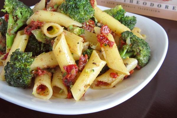 Quick sun dried tomato and broccoli penne pasta recipe go dairy free vegan sun dried tomato and broccoli penne pasta recipe forumfinder Images