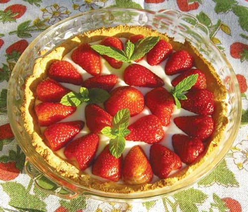 Dairy-Free Strawberry Cream Tart with Gluten-Free / Grain-Free Coconut Crust