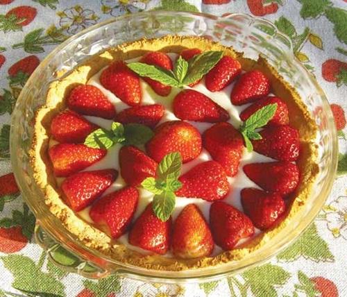 Dairy-Free Strawberry Cream Tart with Gluten-Free / Grain-Free Coconut Crust