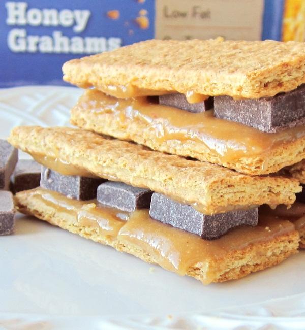 Dairy-Free Cheesecake Grahamwiches with Vegan Dark Chocolate