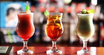 The Guide to Dairy-Free Drinks: Beer, Wine and Especially Cocktails! Recipes, tips and more.
