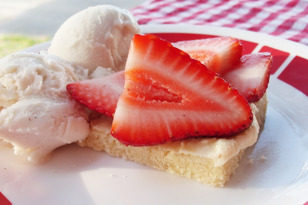 Strawberry Shortbread Bars - A delicious dairy-free recipe for barbecues, potlucks and more (vegan, too!)