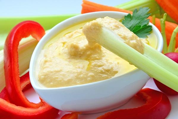 Low Sugar Snacks Hummus with Veggies