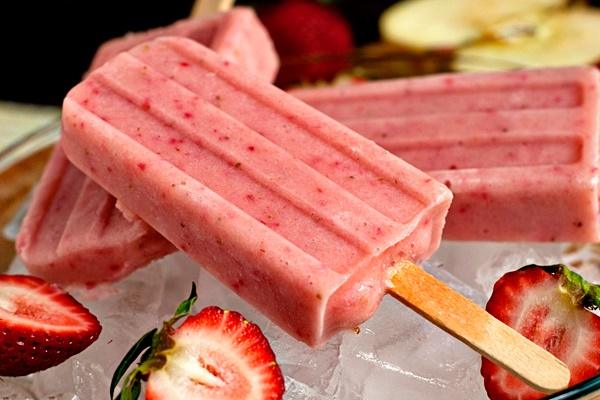 Strawberry Smoothie Pops - a healthier treat to beat the heat! (dairy-free, gluten-free, vegan)