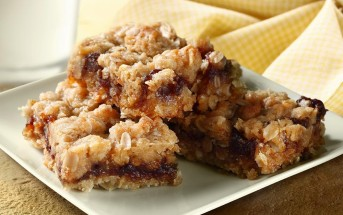 Amazing Apple Butter Bars Recipe with just 6 ingredients! Perfect for the holiday baking or a lunchbox reward. Dairy-free
