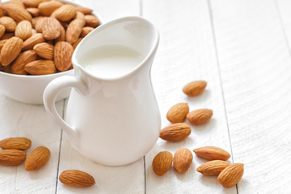 Top 12 Dairy-Free Tips - Almond Milk