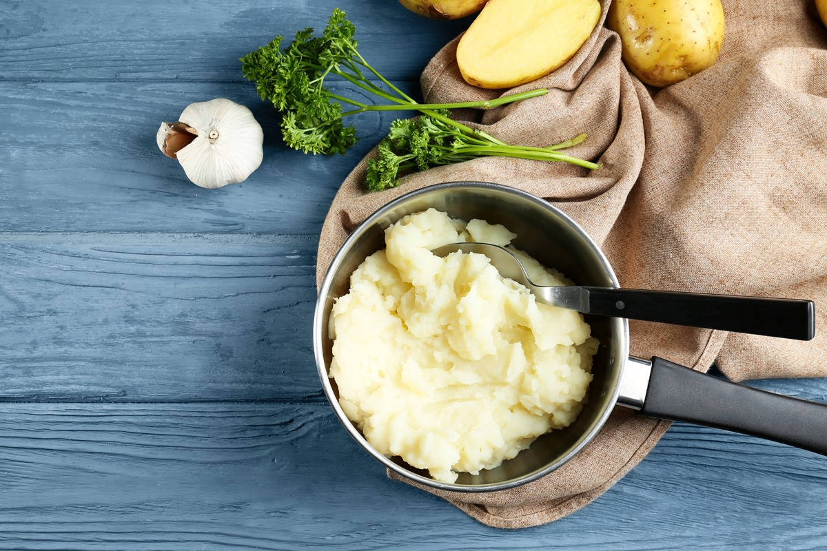 Almond Garlic Mashed Potatoes Recipe - made with almond milk and spices for flavor without dairy, butter, or oil! Vegan, gluten-free.