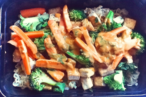Peanut Noodle Lunchbox with Tofu, Broccoli and Carrot