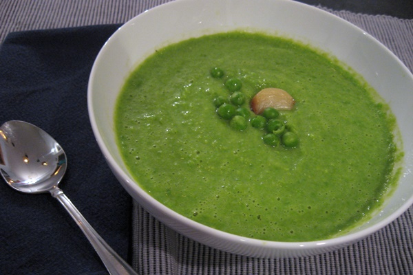 Creamy Roasted Garlic and Green Pea Soup - vegan, dairy-free, gluten ...