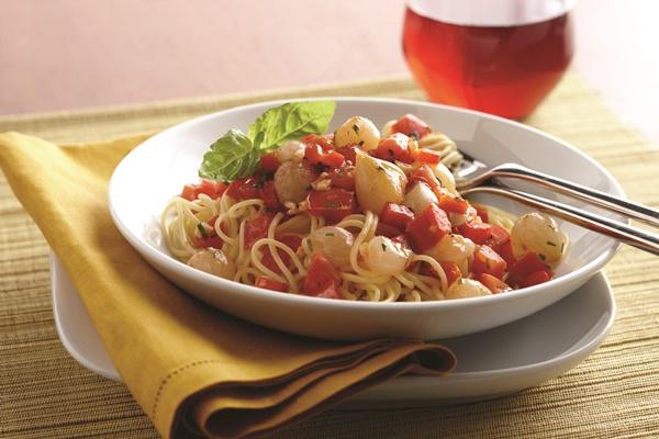 Whole Onion and Fresh Tomato Sauce