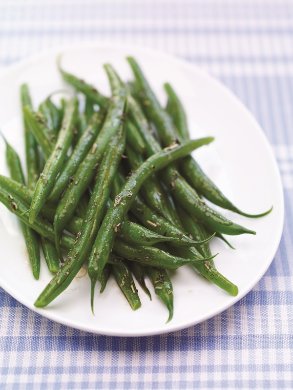 Tender Herb Green Beans - naturally gluten-free and vegan side dish recipe seasoned with rosemary, thyme and balsamic - #dairyfree