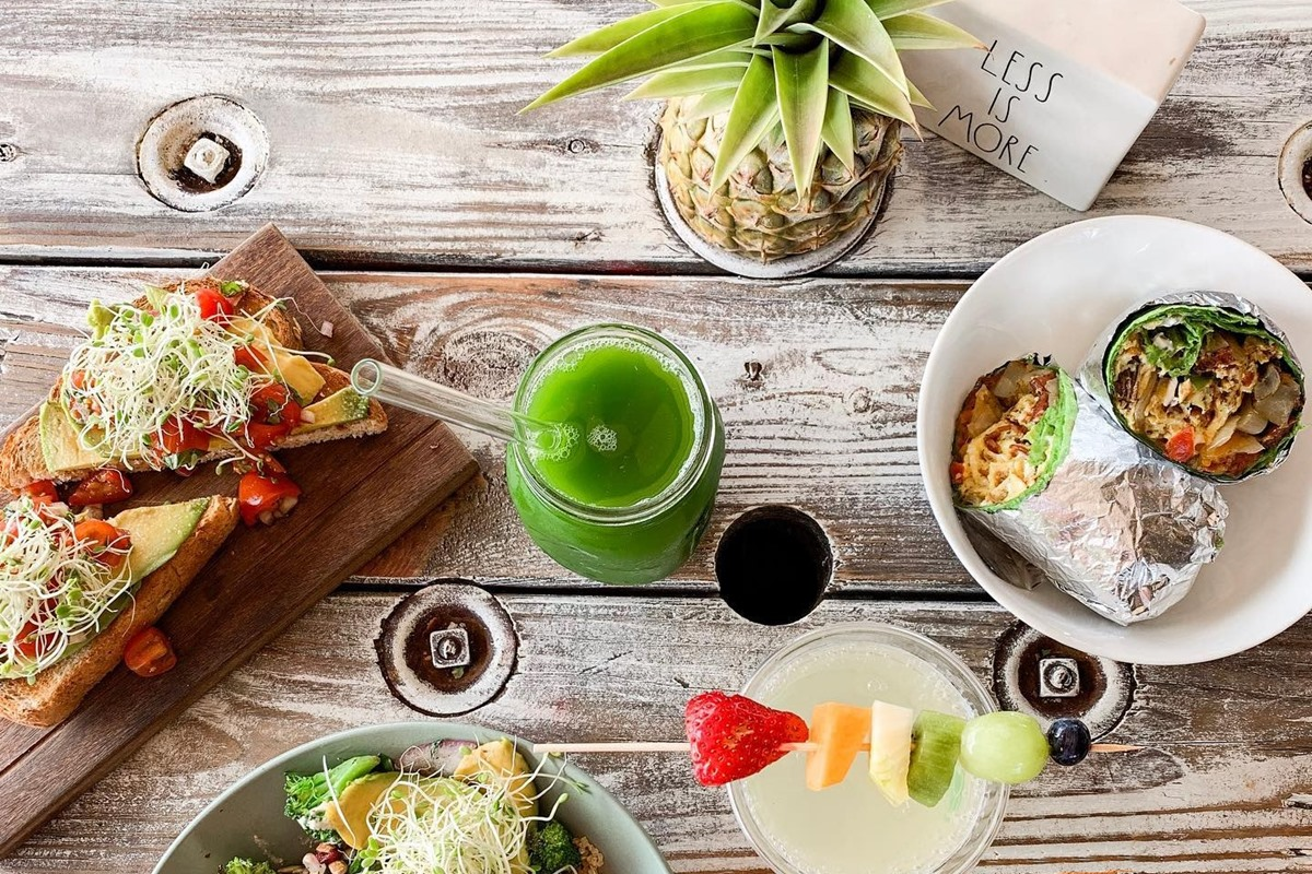 Dairy-Free Oahu, Hawaii: Complete Guide to the Best Restaurants & Shops all over the island. With vegan and gluten-free options.