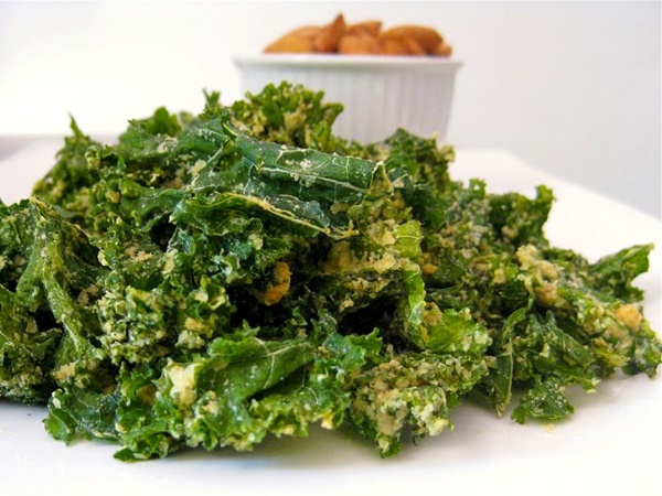 Nutritional Yeast Recipes - Grab-and-Gorge Garlic Kale Chips