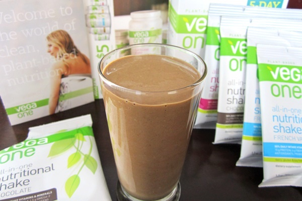 Vega One Nutritional Shakes - All-in-One Dairy-Free Protein and Supplement Starter Kit (vegan; chocolate flavor pictured)