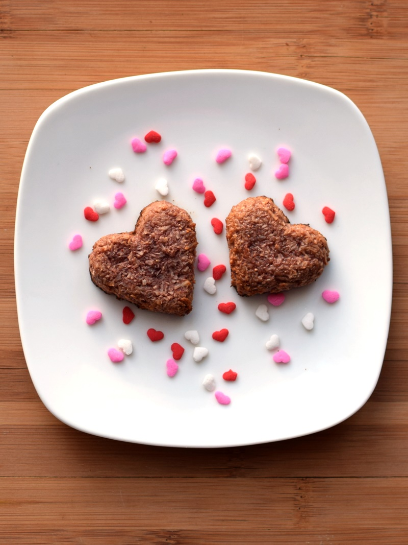 Heart-Shaped Strawberry Macaroons - Paleo, Vegan, Raw and Chocolate-Covered Variations (easy, delicious - just amazing!)