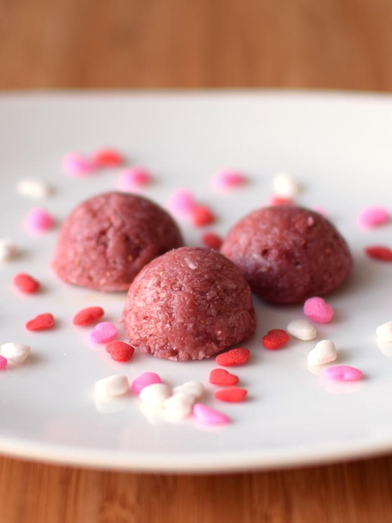 Raw Strawberry Macaroon Bites - Easy, Dairy-Free, Gluten-Free, Vegan and Paleo! Amazing healthy, delicious recipe!