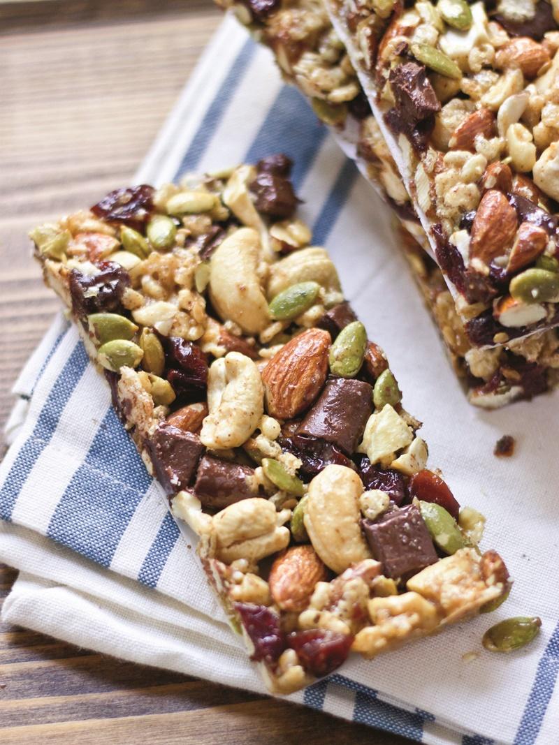 Dark Chocolate Cherry Cashew Granola Bars (aka Homemade Kind Bars!) - But these are naturally dairy-free, gluten-free and vegan, too!