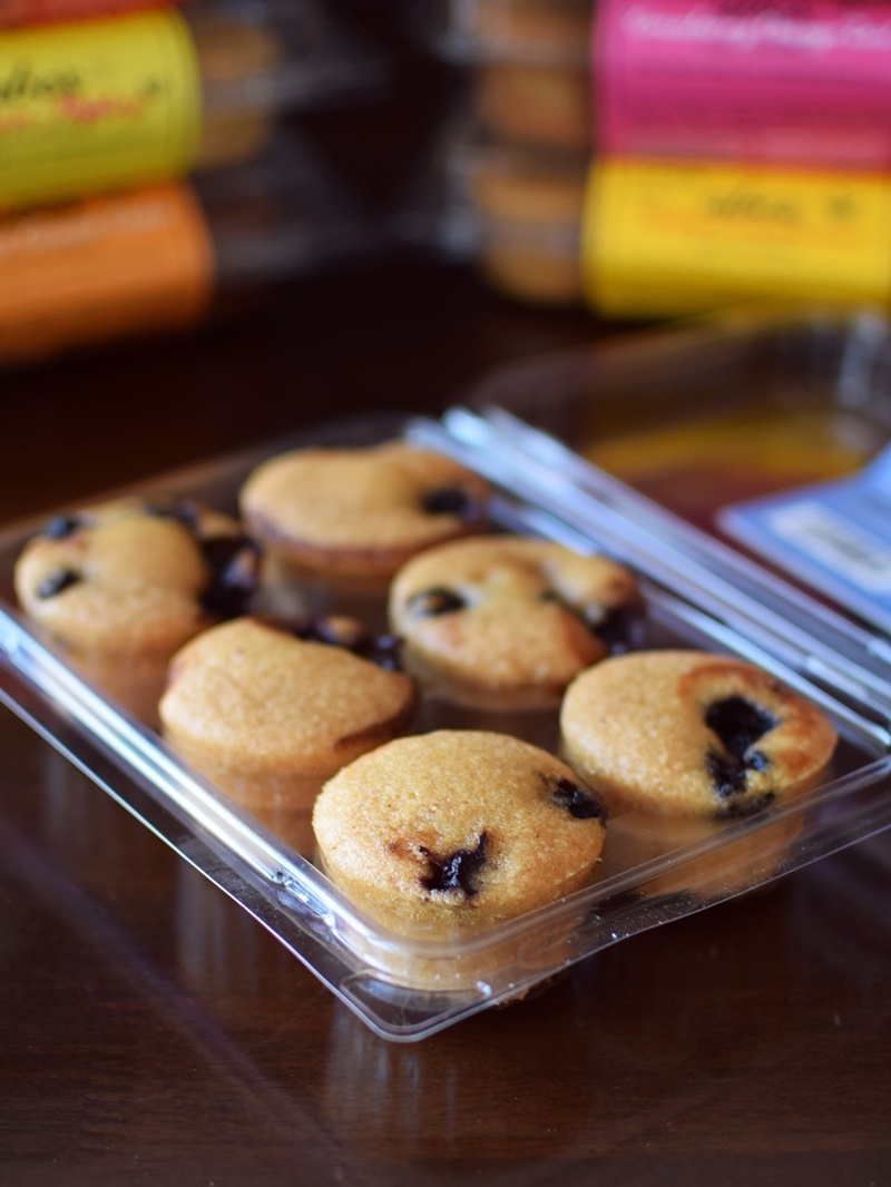 Abe's Mini Muffins: All-Natural, Dairy-Free, Vegan and Available in SO Many Flavors! (Wild Blueberry Smash pictured)