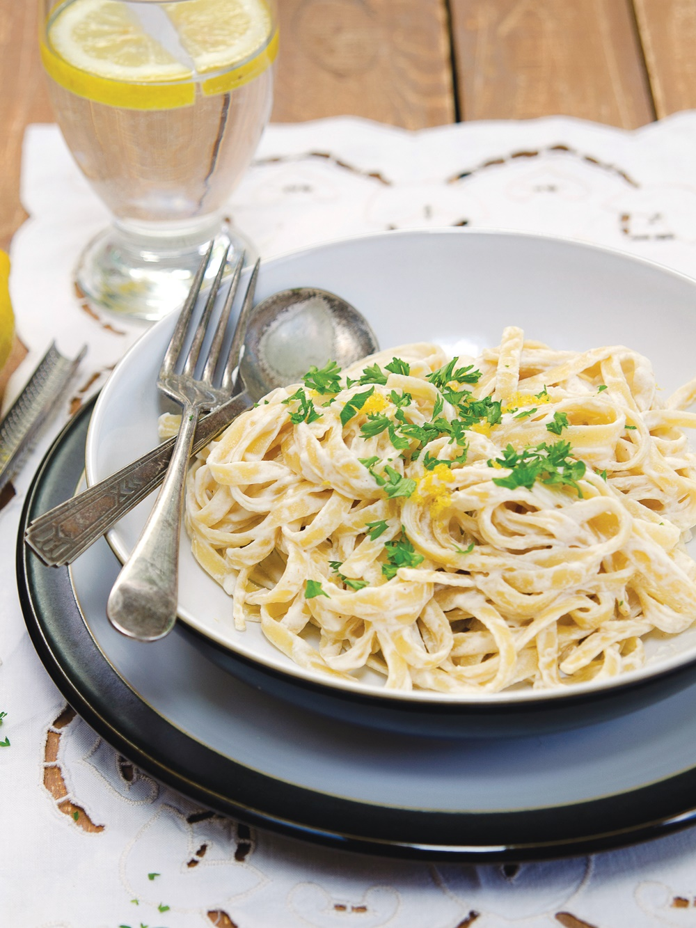 Creamy Vegan Fettuccine - Made with a luxurious, alfredo-like sauce that can be whipped up in your blender in minutes! Dairy-free recipe, includes gluten-free and soy-free options.