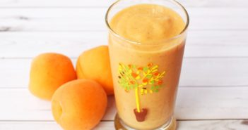 Sweet Summer Spice Apricot Smoothie Recipe - A creamy, healthy, dairy-free and vegan drink!