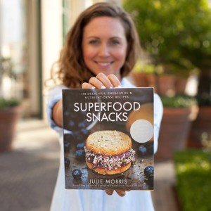 Superfood Snacks Cookbook - 100 Delicious, Energizing & Nutrient-Dense Recipes by Julie Morris