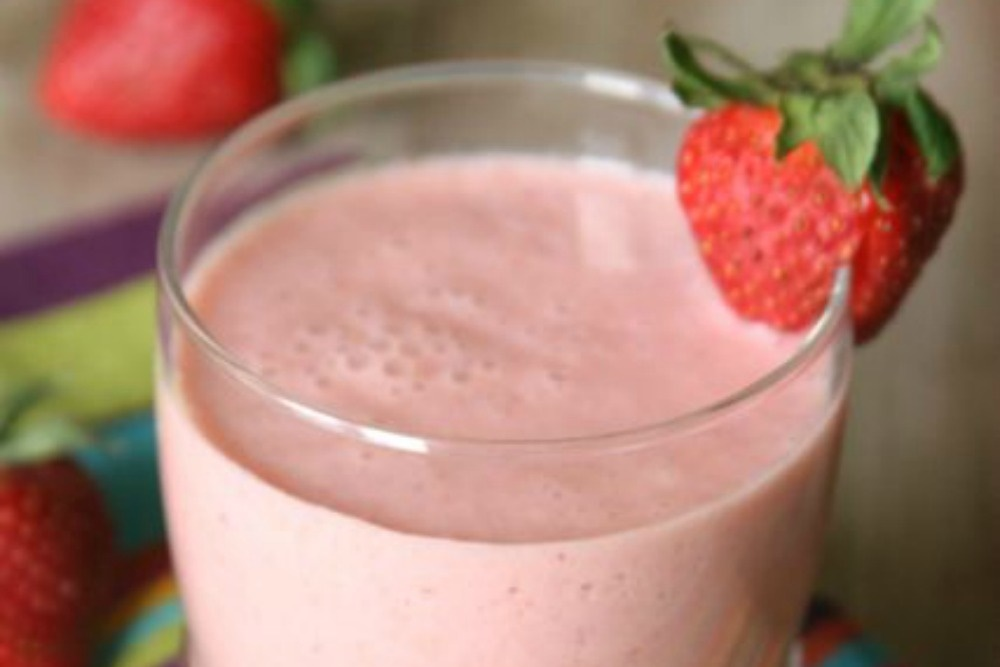 Strawberry Lemonade Smoothie (Dairy-Free Recipe)