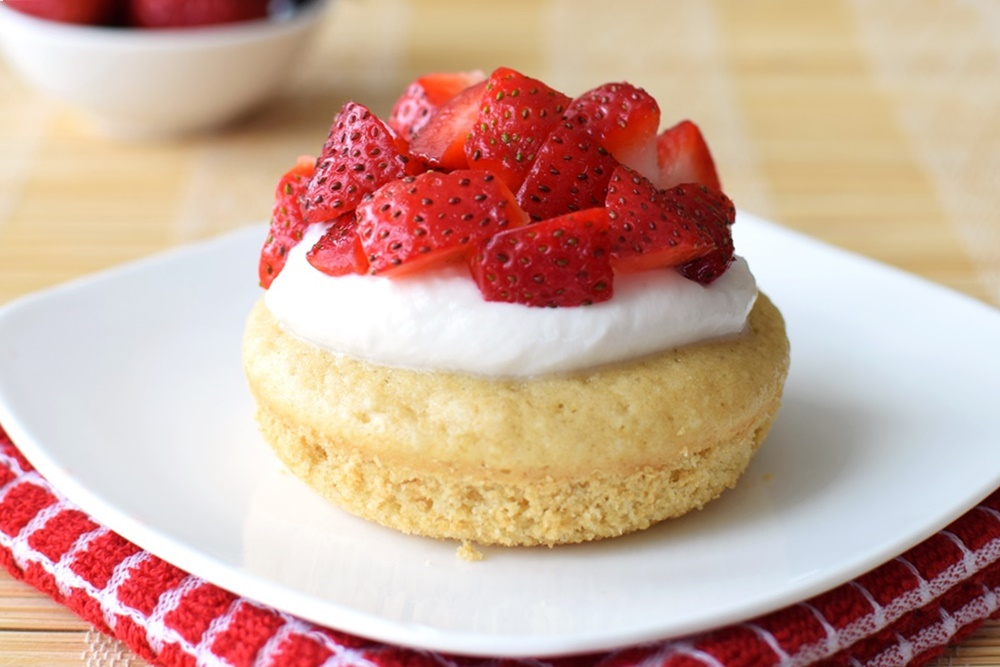 15 Dairy-Free Mother's Day Recipes That Will Make Breakfast Special (Baked Strawberry Shortcake Donuts - Delicious, quick, whole grain)