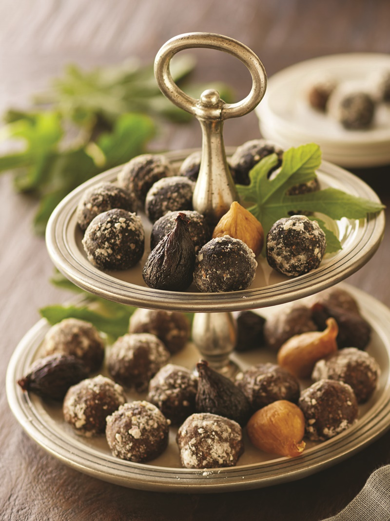 Easy Spirited Fig Balls: Easy Gingerbread Brandy and Chocolate Amaretto - a great make-ahead recipe (dairy-free, vegan, optionally gluten-free)