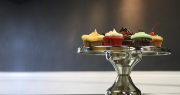 Batch Cupcakery Serves the Reno/Tahoe area and offers vegan and paleo cupcakes.