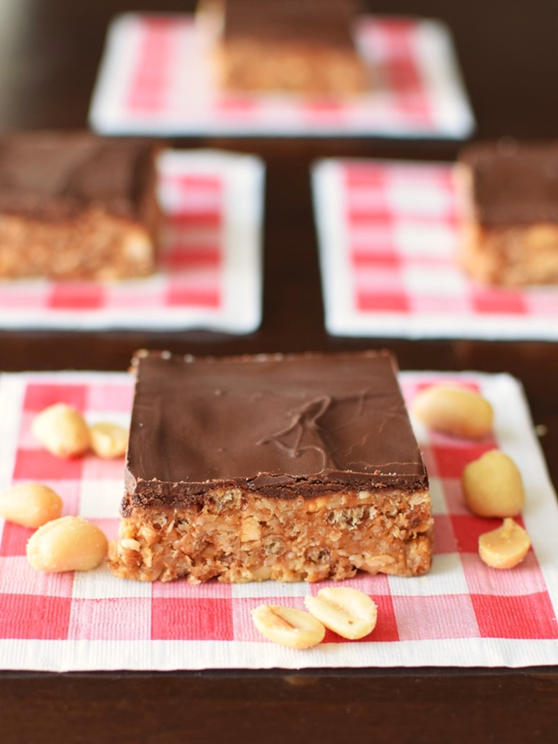 Triple Peanut Butter Cup Bars - tasty, granola-like treats made with oats, crispies, peanut butter, chocolate, and natural sweetener! Dairy-Free, Gluten-Free, Vegan Optional