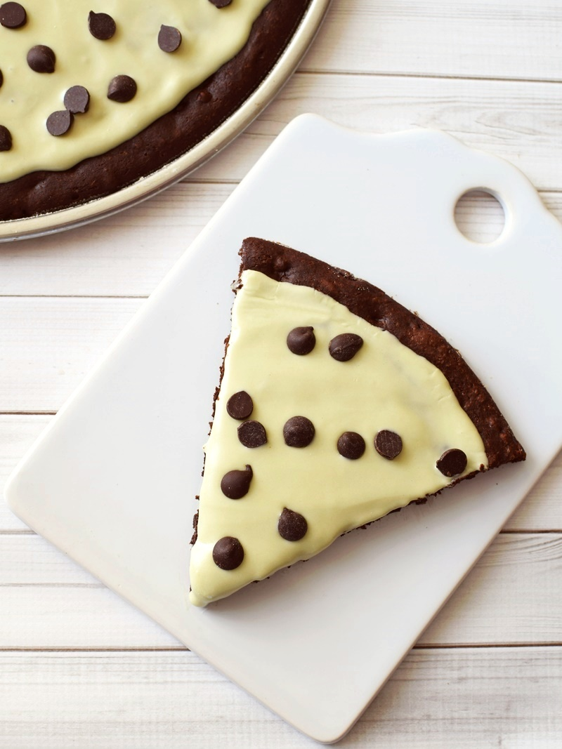Mint Chocolate Chip Brownie Pizza Recipe + How to for Family-Friendly Pizza Bar Dinner Nights (all dairy-free, gluten-free and allergy-friendly)
