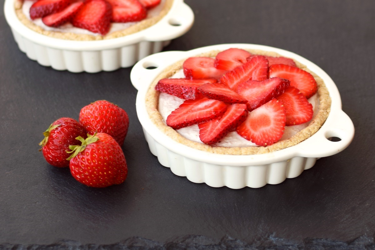 "Dairy Free Breakfast Tarts Recipe - ""Bowl of Oatmeal"" Crust with Creamy Fruit Filling (naturally healthy, gluten-free and plant-based)"