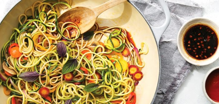 Rainbow Lo Mein: Easy, Healthy & Flavorful!