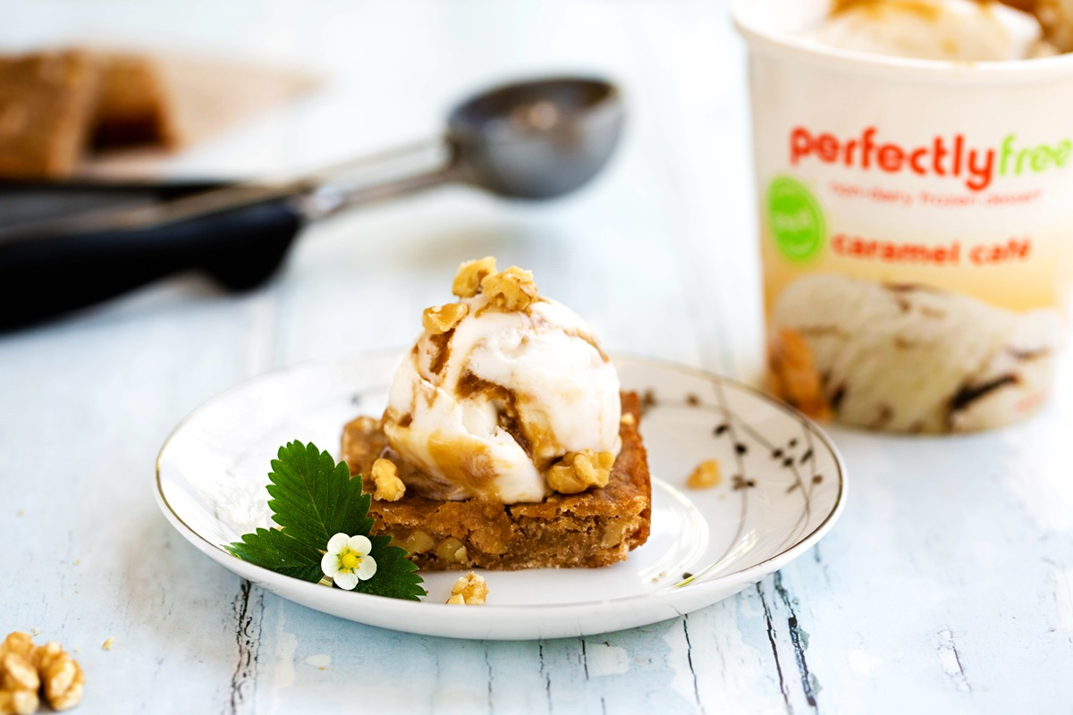 Salted Caramel Cafe Vegan Blondies Recipe served a la mode! Includes simple nut-free option!