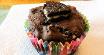 Vegan Cookies 'n Cream Muffin-Cakes Recipe - healthy cupcakes or fancy muffins! #vegan #dairyfree #cookiesandcream