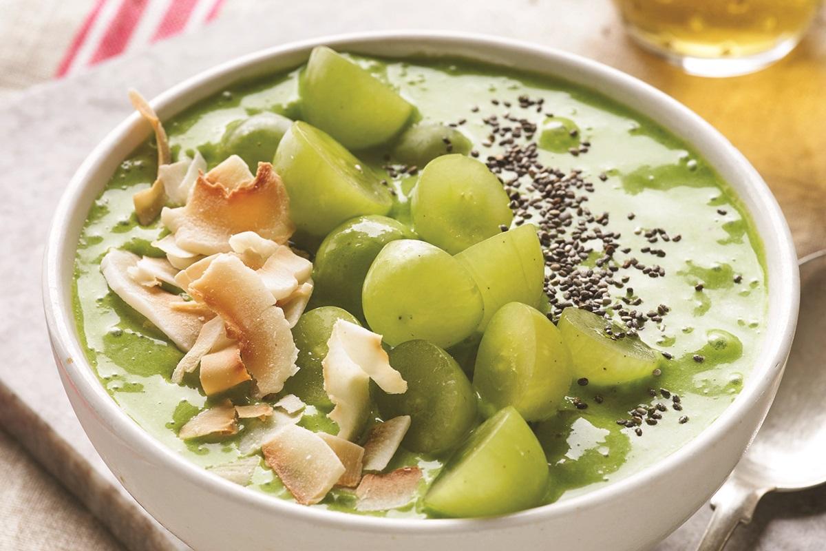 Green Grape Smoothie Bowl Recipe - dairy-free, vegan, paleo, and allergy-friendly - #greensmoothie #smoothiebowl