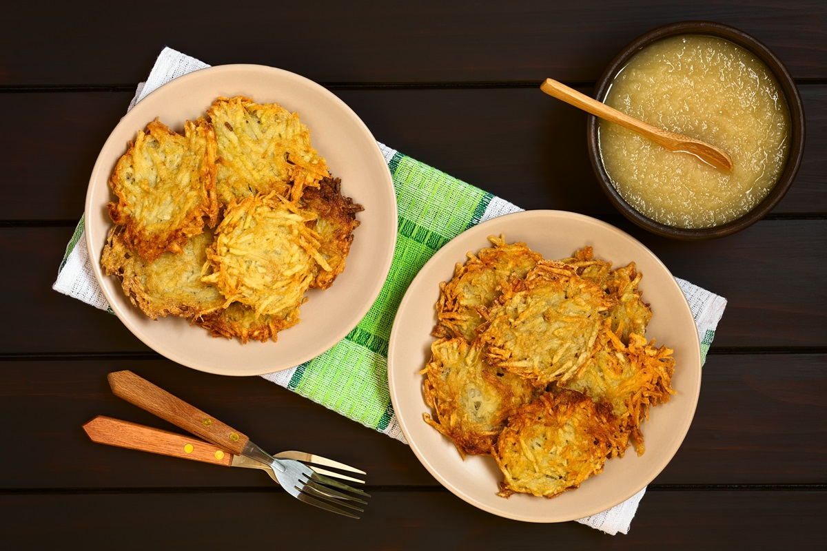 How to Make Gluten-Free Vegan Latkes (Recipe) - also nut-free, soy-free, and allergy-friendly!