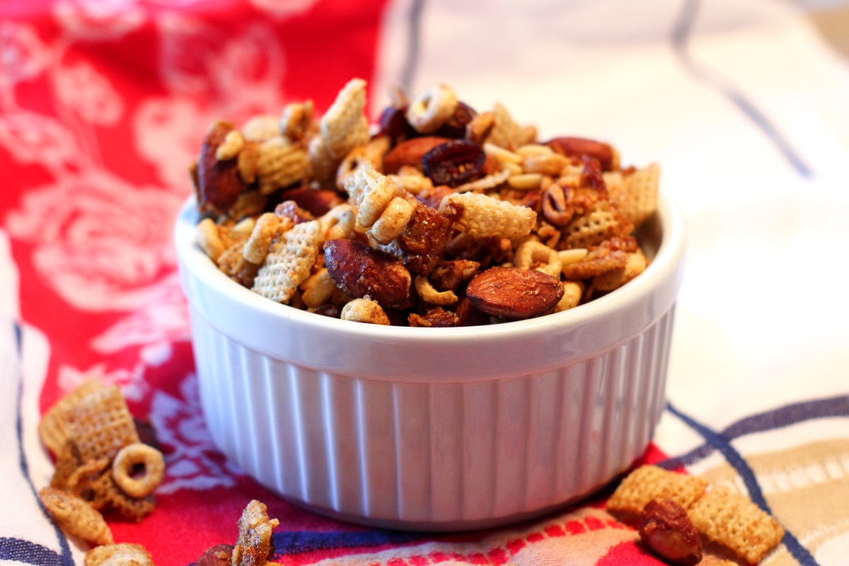 Protein-Packed Breakfast Snack Mix Recipe for Dairy-Free on the Go (gluten-free and vegan options)